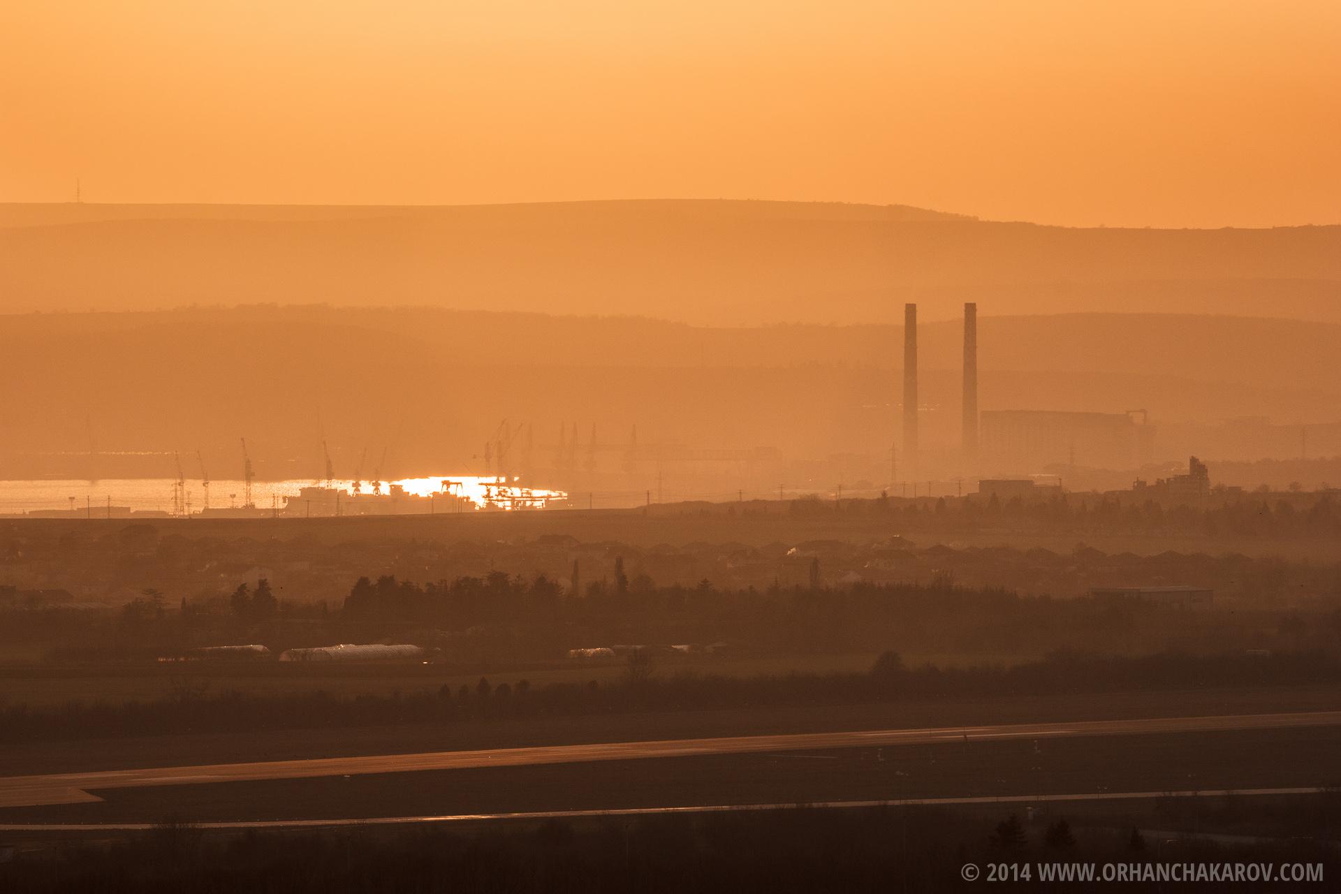 Залез над ТЕЦ Варна. Фотограф - Орхан Чакъров, град Варна