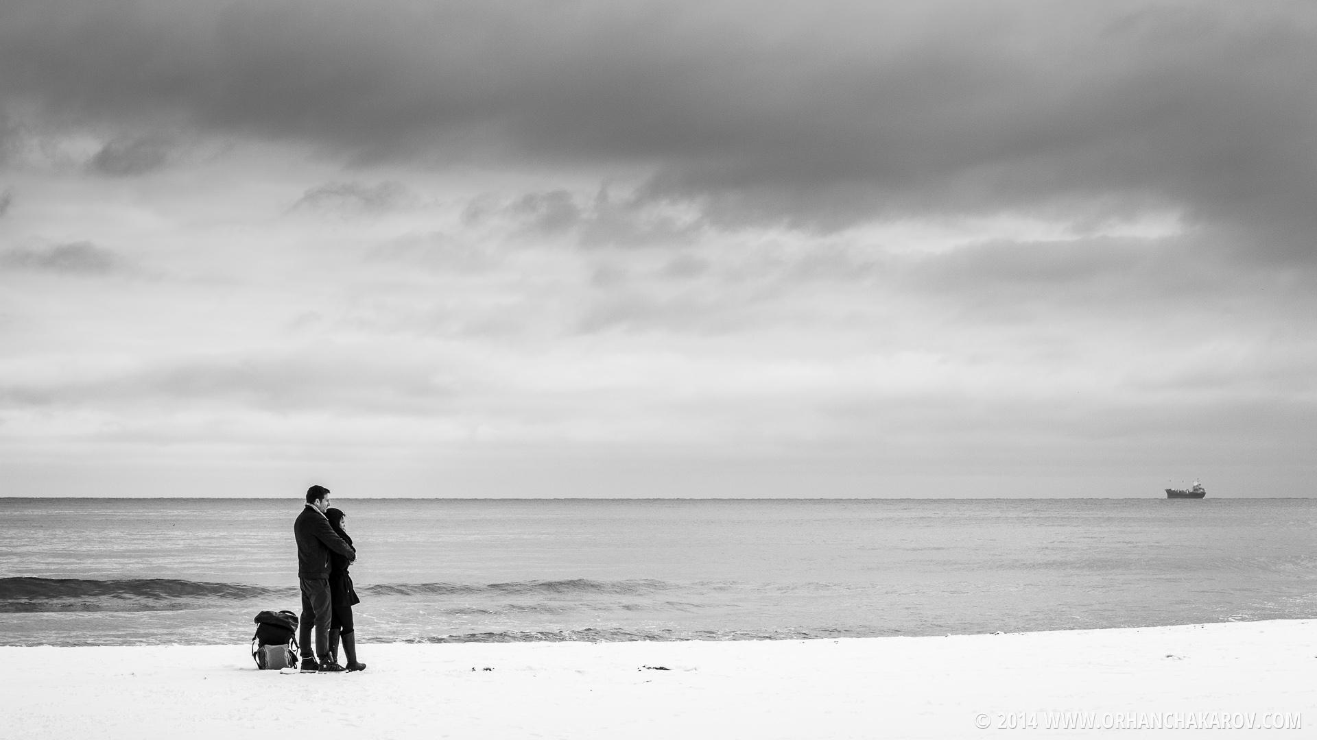 Млада двойка на плажа