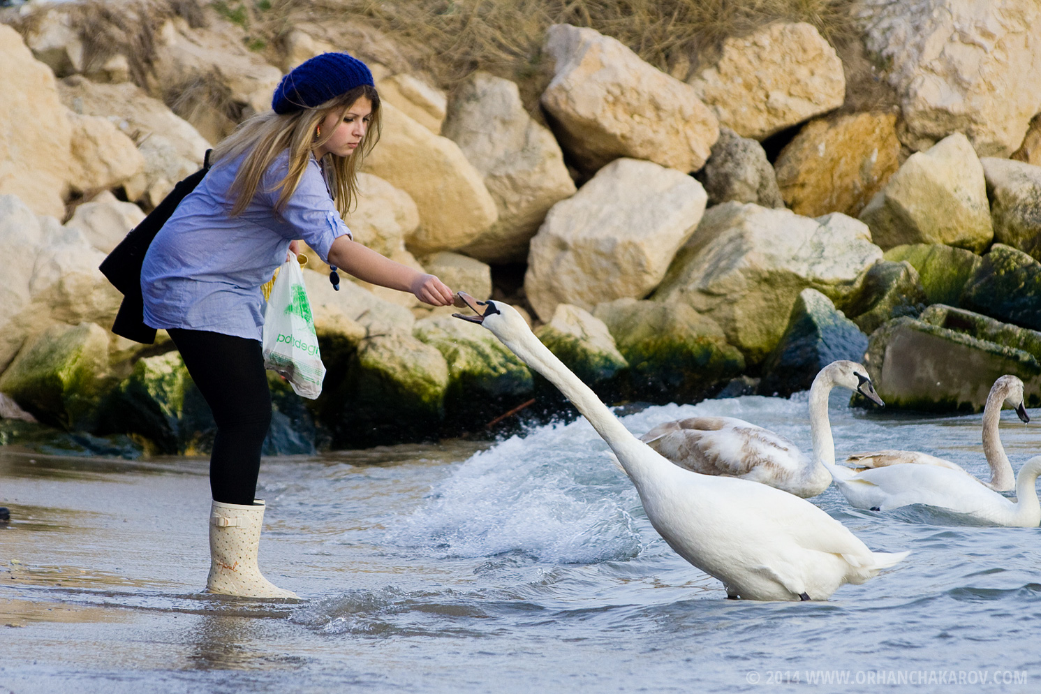 Момиче на плажа във Варна. Фотограф - Орхан Чакъров, град Варна